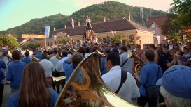 tuba-mountain-crowds-colorcorrected